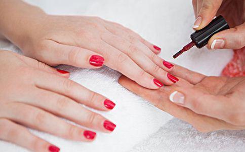 涂指甲油的危害 指甲油的小常识 经常涂指甲油好吗