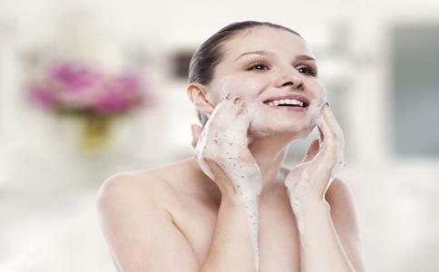 洗脸的方法有哪些 正确的洗脸方法 洗脸对护肤有哪些作业