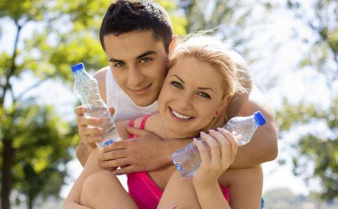 多喝水有助减肥吗 喝水有助减肥 怎么喝水才能减肥