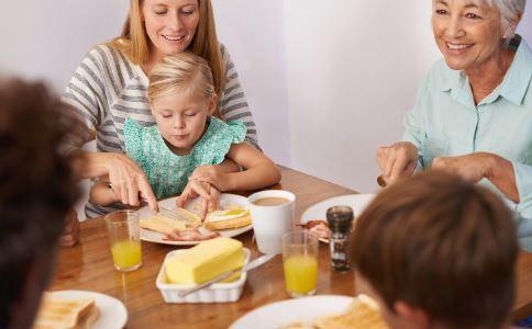 乙肝患者要与家人如何相处 乙肝患者与家人相处时的禁忌 乙肝的日常预防有哪些