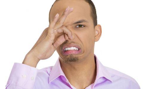 隆鼻 女子为变美注射玻尿酸隆鼻 玻尿酸隆鼻