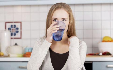 减肥 减肥时喝水,减肥喝多少水