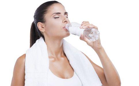 常喝运动饮料的危害 常喝功能饮料的危害 功能饮料的危害