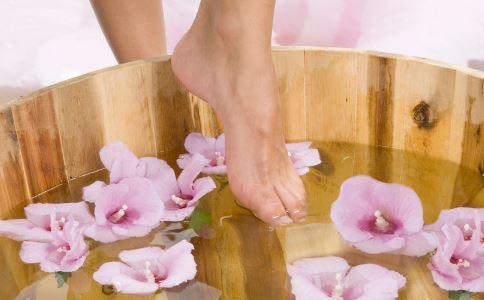 搓脚心的好处 搓脚心可以预防哪些疾病 搓脚心的方法