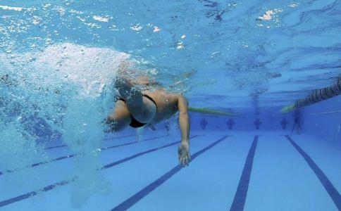 泳池水含多种微生物 游泳池的水脏吗 游泳池的水干净吗