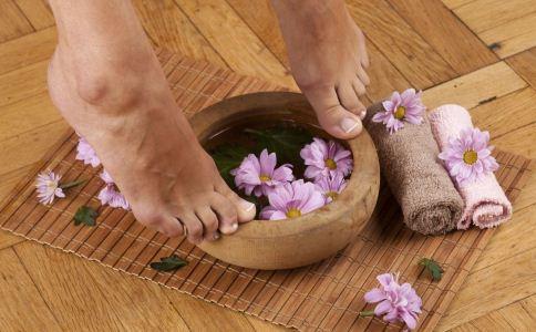 足浴治疗跟痛症的两大偏方
