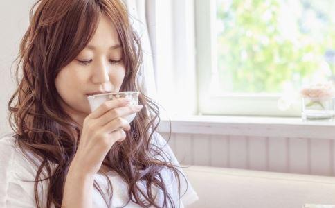 喝水能減肥嗎 喝水減肥法 喝水可以減肥嗎