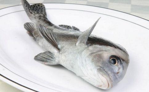 鱼刺卡喉怎么办 鱼刺卡在喉咙怎么办 喉咙卡鱼刺怎么办