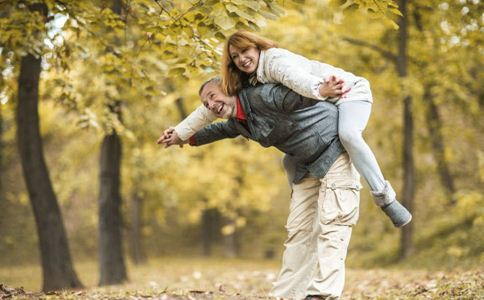 如何保鲜婚姻 老人如何保鲜婚姻 老年婚姻保鲜方法