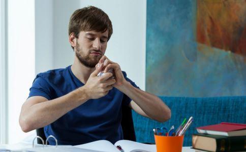 男性生殖器疱疹的症状 生殖器疱疹的症状 男性生殖器疱疹的治疗