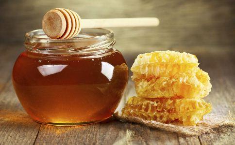 喝蜂蜜十大禁忌 忌空腹不能用金属杯子
