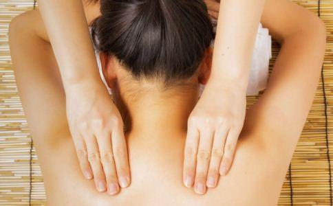 缓解肩周炎的动作 缓解肩周炎的方法 缓解肩周炎