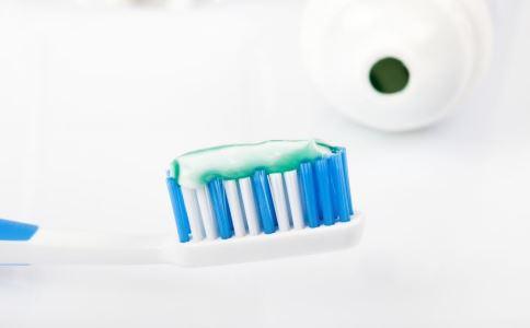 牙膏的妙用 牙膏有哪些妙用 牙膏的妙用有哪些