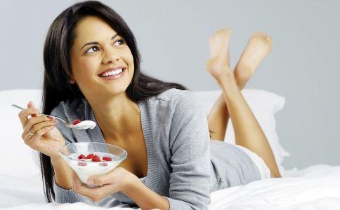 口腔溃疡饮食上应该注意什么 口腔溃疡有哪些饮食禁忌 口腔溃疡不能吃什么