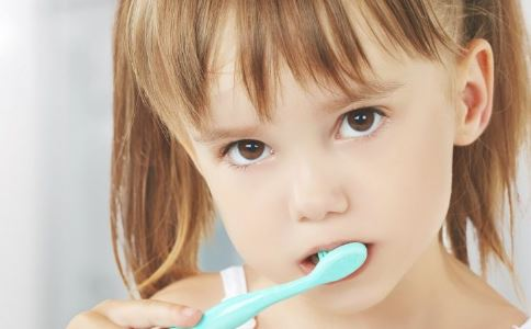 晚上不刷牙危害大 晚上不刷牙的危害 晚上不刷牙有哪些危害