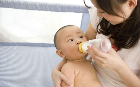 奶粉喂养的宝宝大便 宝宝喝奶粉大便干 宝宝吃奶粉大便干