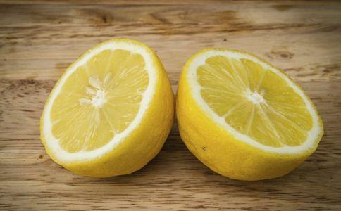 柠檬敷脸能美白吗 柠檬美白方法 护肤误区