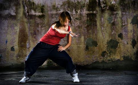 如何才能跳好街舞 如何才能跳出街舞的感觉 街舞怎么跳的好