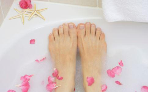 女性手脚冰凉吃什么 女性手脚冰凉的原因 女性手脚冰凉要补充什么营养