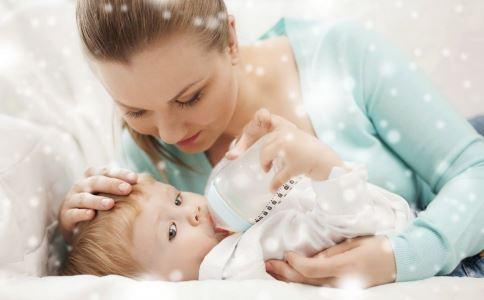 为什么小孩被亲后面部僵硬 两岁宝宝被亲后面部僵硬 亲吻病是怎么回事