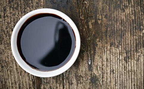 酱油生吃或可导致肝癌 生吃酱油的危害 生吃酱油好吗