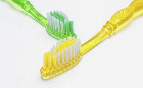 牙刷的使用误区 如何正确刷牙 牙刷的使用方法