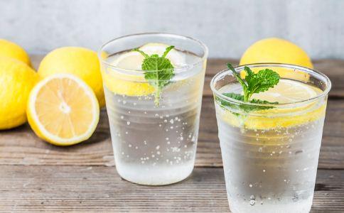 柠檬的功效与作用 月经期间能喝柠檬水吗 来月经能喝柠檬水吗