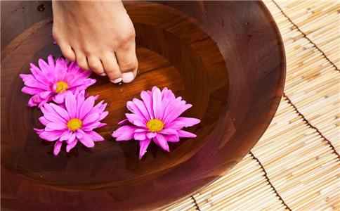 冬季如何泡脚 冬季泡脚温度过高好吗 冬季泡脚注意什么