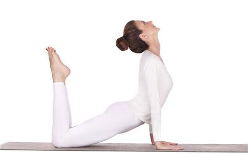 女性睡前瘦身运动做起来