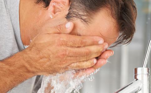 男士要怎么护肤 男士怎么洗脸算干净 男士洗脸要用什么洗面奶