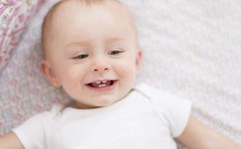 """寶寶是個""""落地響"""" 每天抱睡真的好嗎"""