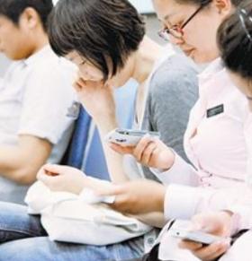 """手机族如何预防""""假颈椎病"""""""