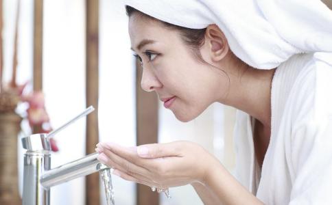 如何用淘米水洗脸 怎么用淘米水洗脸 淘米水洗脸的好处
