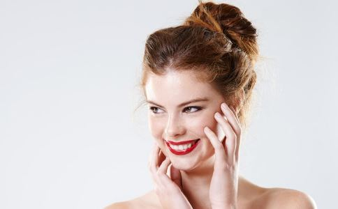 女性眼部皱纹如何消除 如何洗脸消除眼部皱纹 除皱面膜如何制作