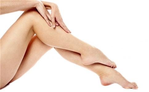 足癣患者别用热水泡脚 足癣患者能用热水泡脚吗 足癣患者用热水泡脚会好吗