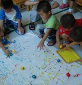 色彩游戏对孩子的帮助 怎么跟孩子玩好色彩游戏 色彩游戏让孩子更聪明