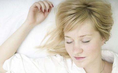 睡眠一定要早起 每天6小时睡眠够吗 睡前吃什么有助睡眠