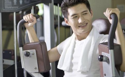 错误的健身方法 常见的健身误区 健身房常见错误