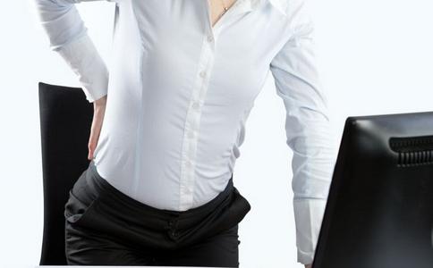 上班族如何缓解背部疼痛 上班族缓解背部疼痛的方法 上班族为何容易背部疼痛