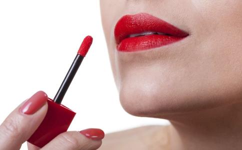 孕期可以用口红吗 口红对准妈妈的影响 孕期如何护唇