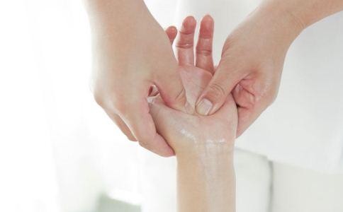 手部穴位按摩 中医穴位按摩方法 中医穴位按摩