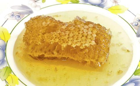 如何自制蜂蜜面膜 自制蜂蜜面膜的方法有哪些 怎么才能自制蜂蜜面膜