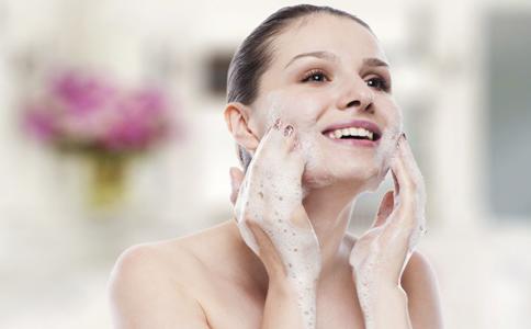 如何去除白头粉刺 去除白头粉刺的方法 去除白头粉刺拥有细腻肌肤