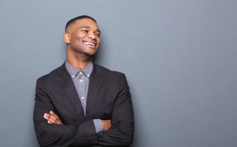 男士选购卫衣的小技巧 如何选购卫衣 选购卫衣的技巧