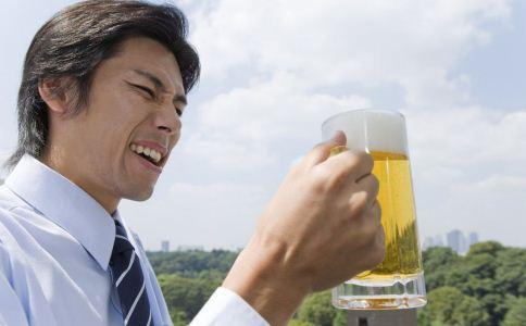 男人喝酒的小技巧 男人喝酒伤身怎么办 男人喝酒不伤身的小技巧