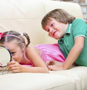 让孩子适当的自恋才更有魅力 如何教会孩子适当自恋 孩子适当自恋才更好