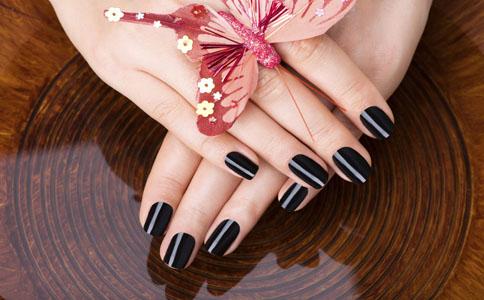 指甲油是灰指甲的病因 灰指甲是什么原因引起的 引起灰指甲的原因有哪些