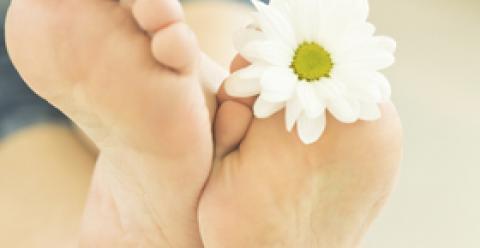 从脚看健康 从脚部看健康 指甲下陷