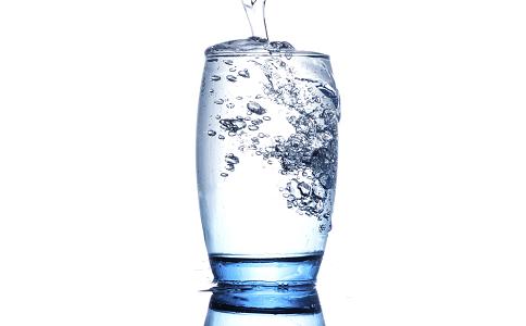 夏季要怎么减肥 夏季喝水减肥法 喝水可以减肥吗