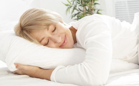 老人经常失眠有什么治疗方法_老人_百科_99健